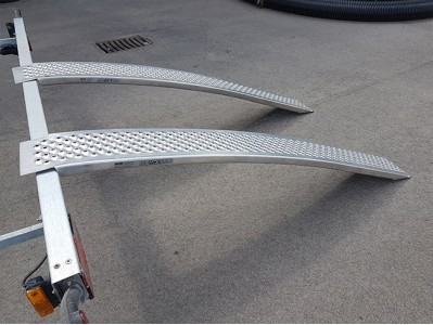 Aliuminių rampų komplektas, 1500 mm, 400 kg, lenktos