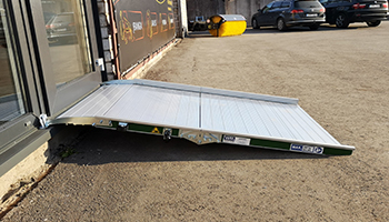 Wide foldable wheelchair ramp